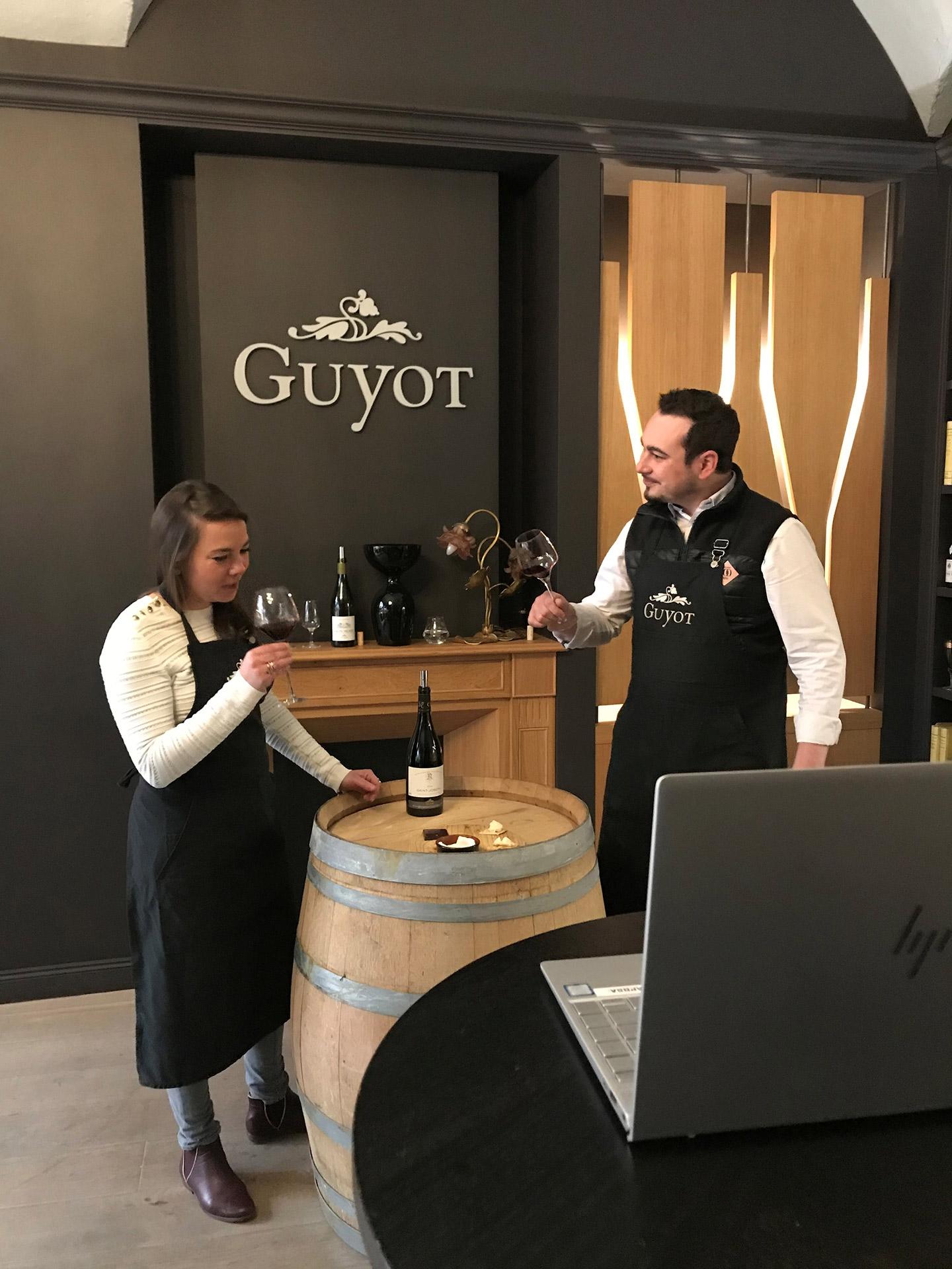 Blanche Savereux lors d'une dégustation à la Maison Guyot, quai Saint-Antoine, Lyon 2e