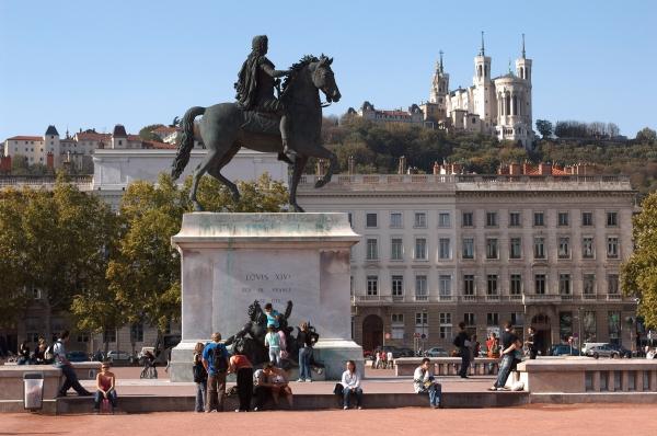 La Statue équestre de Louis XIV, Place Bellecouret Fourvière en arrière-plan © Laurent Berthier