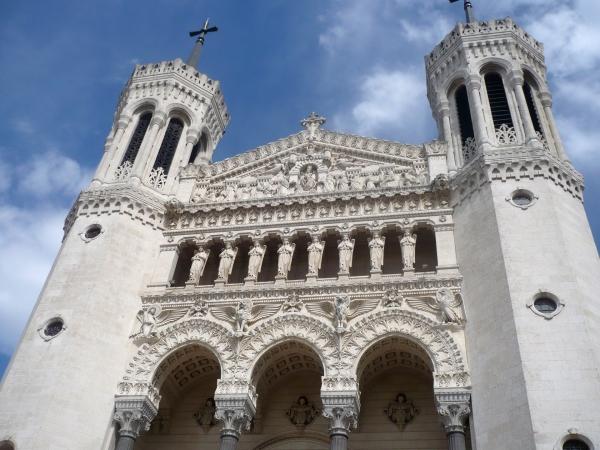 La façade de la basilique Notre-Dame de Fourvière © Théophile Fournet