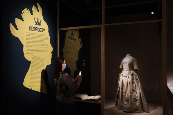 Vivienne Westwood. Art, mode et subversion. La collection Lee Price au musée des Tissus, 2020-2021. © Lyon, musée des Tissus / Pierre Verrier