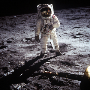 apollo-astronaut-landing