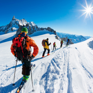 Groupe de skieurs au départ de la descente de la Vallée Blanche © Roberto Caucino/Shutterstock.com