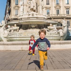 Enfants place des Jacobins © Yanis Ourabah